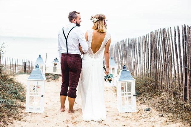 Les mariés bohème sur une plage de l'île de Ré 💍. Robe @elsagary Déco @mylovelydayplanner . . #mariage2019 #mariage2020 #mariage #mariagefrance #blogmariage #photographemariage #mariageboheme #bohostyle #wedding #weddingblog #weddingday #destinationwedding #destinationweddings #weddingphotographer #larochelle #iledere #bordeaux #nantes #paris #france #elsagary