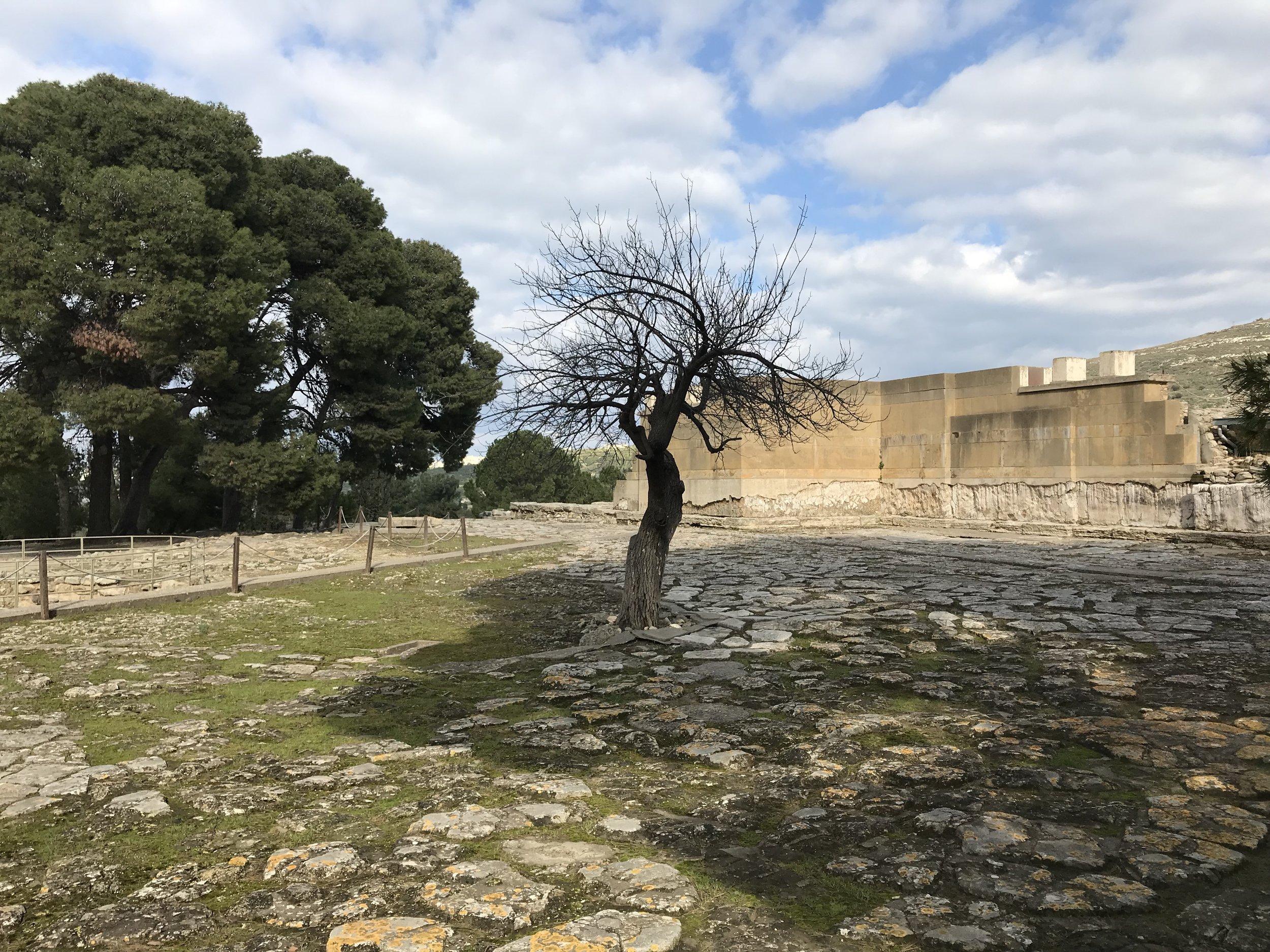 knossos-courtyard