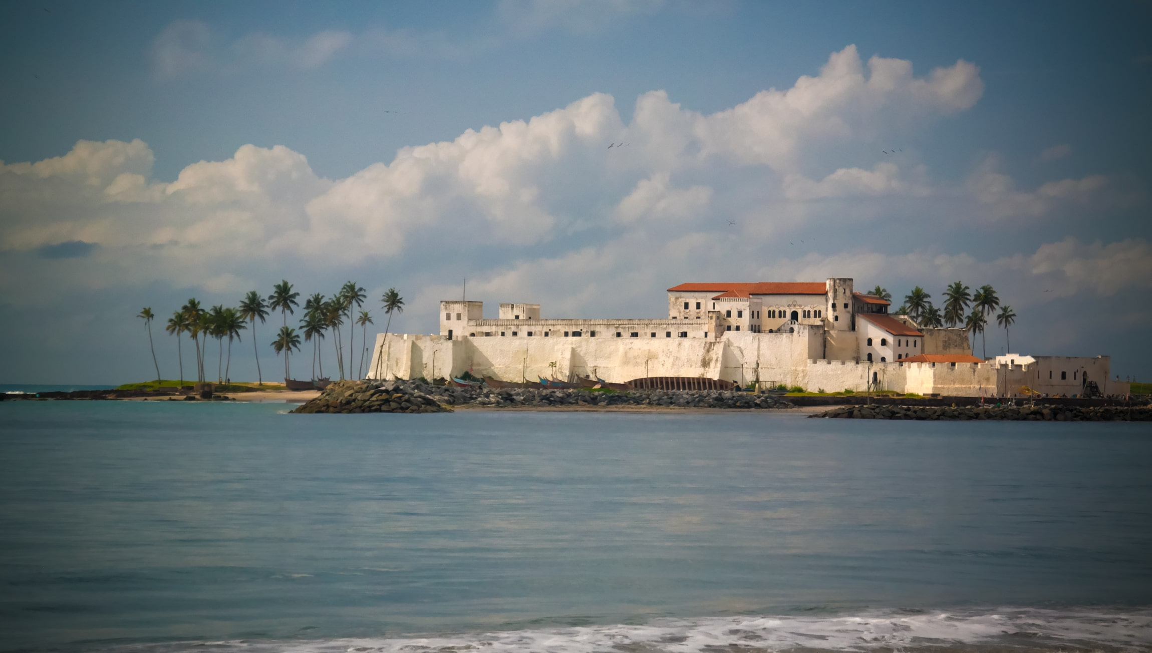 exterior-view-to-elmina-castle-and-fortress-ghana-120282577-min.jpg