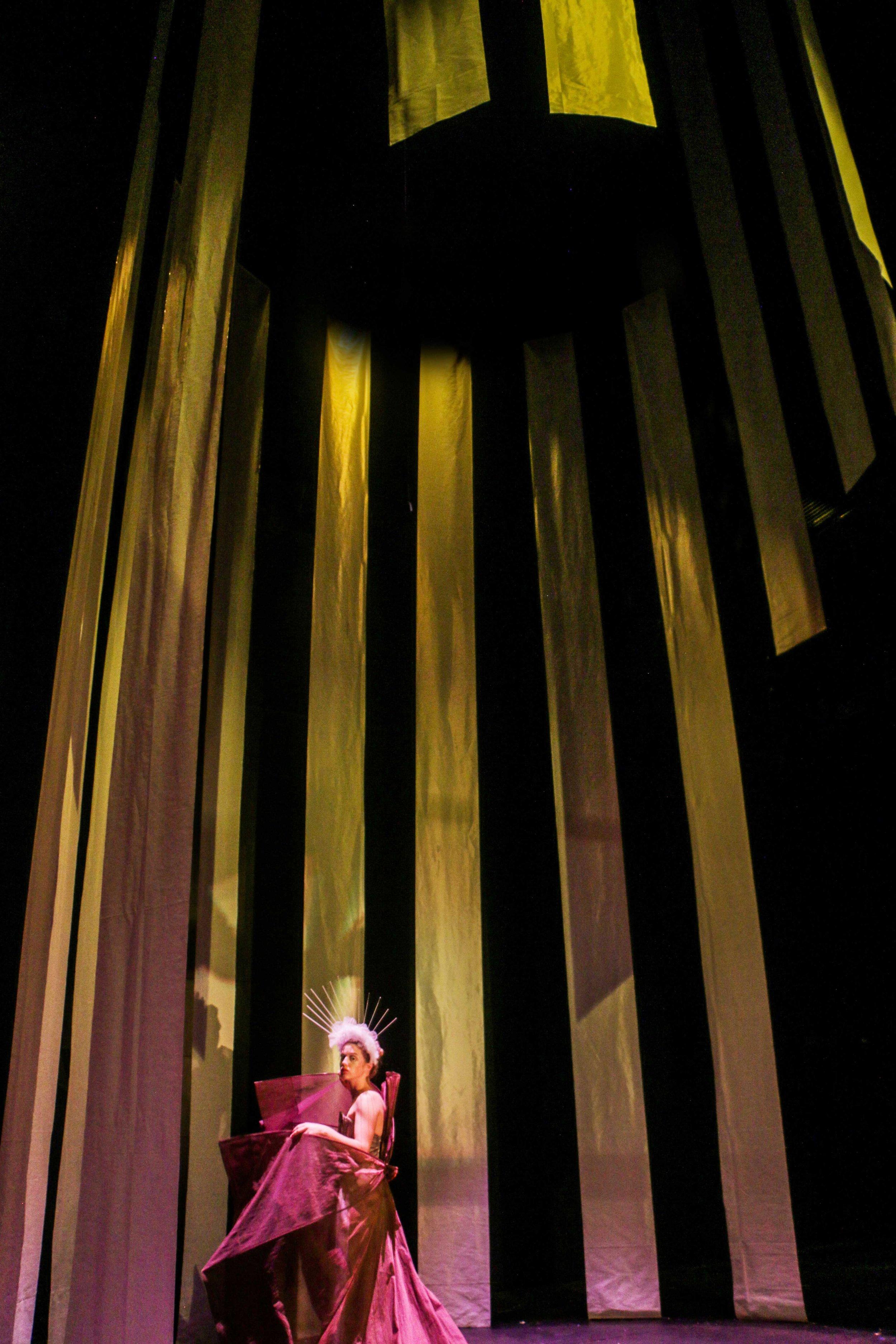 Simone-Bartholin_Scenografi_Ødipus1.jpg