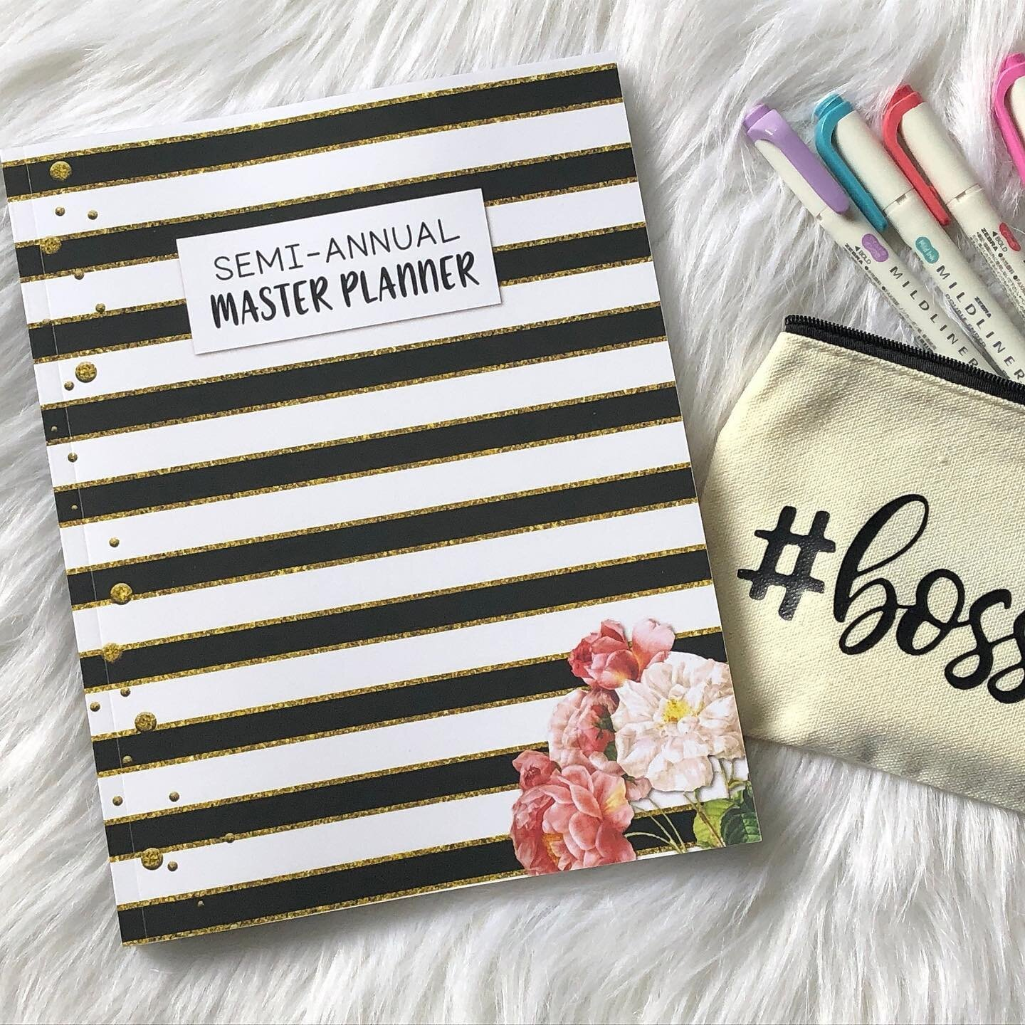 """Thanks for the kind words! ★★★★★ """"Oh my goodness, this was exactly what I needed! It's like she read my mind to see my needs and wants in a planner. I plan on using this from June to December so it arrived in perfect timing."""" Heather #etsy #blac #black #white #physicalplanner #minimalistplanner #fullsizeplanner #monthlyplanner #weeklyplanner #dailyplanning #masterplanner https://etsy.me/3iMu5TQ"""