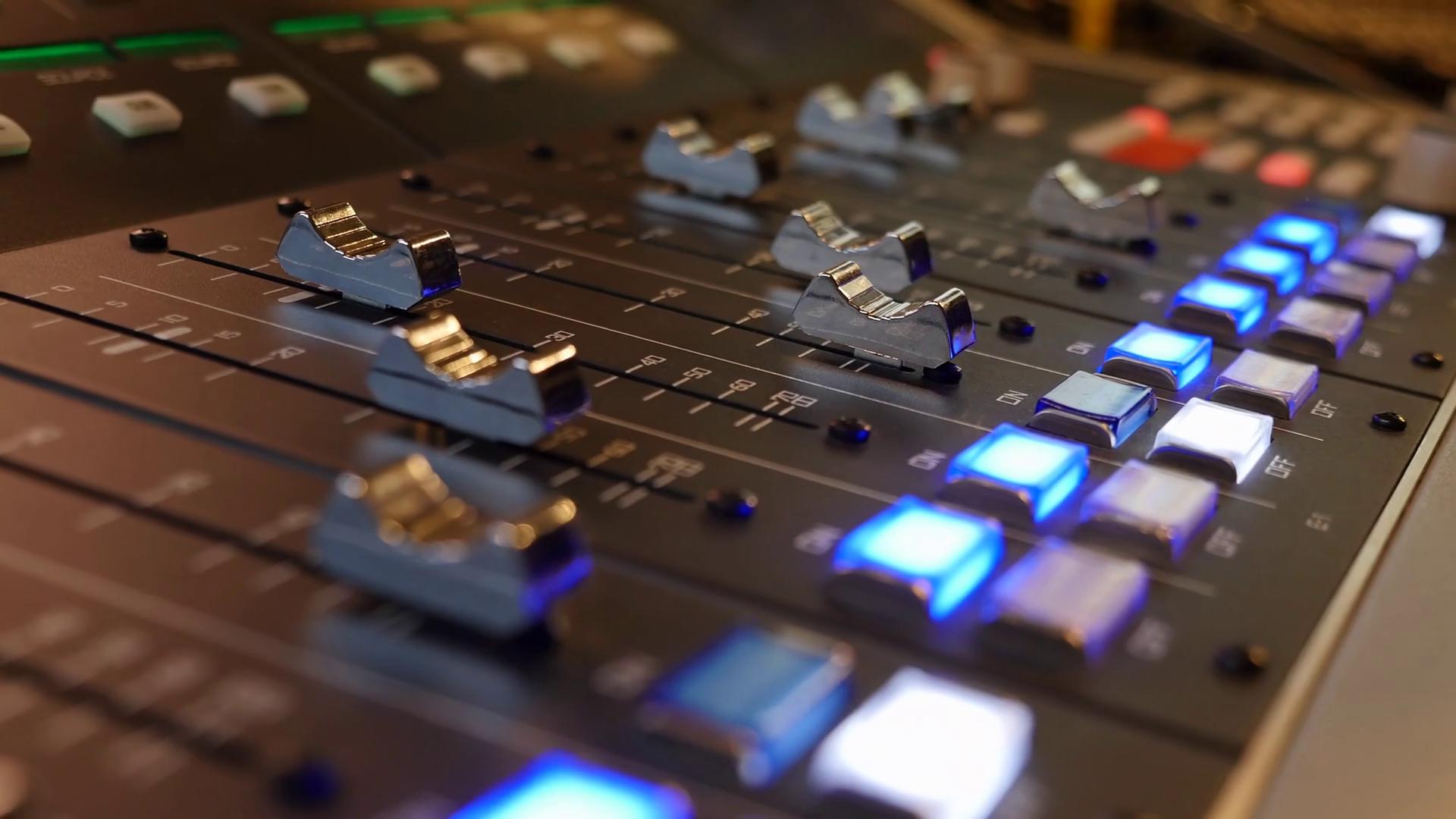 soundboard-audio-mixer-sliding-left_rtgbjsoywe_thumbnail-full01.png