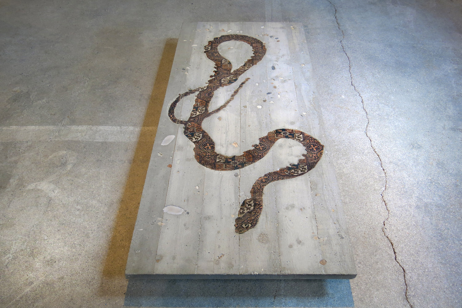 web222-noemi-kiss-marion-friedmann-gallery-Serpent-Table-cut-out-rug-inlaid-in-concrete-Hipphalle-photo-MarionFriedmann.jpg
