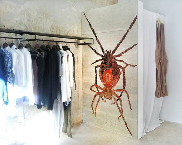 web_NoemiKiss-retail-interior-wall-rug-inlay-in-concrete-MarionFriedmannGallery.jpg