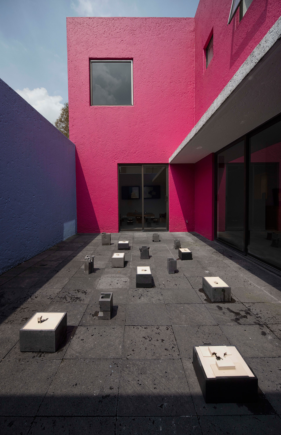 web222-PANORAMA-display-works-Jorge-Yazpik-at-Casa-Gilardi-Luis-Barragan-Mexico-City.jpg