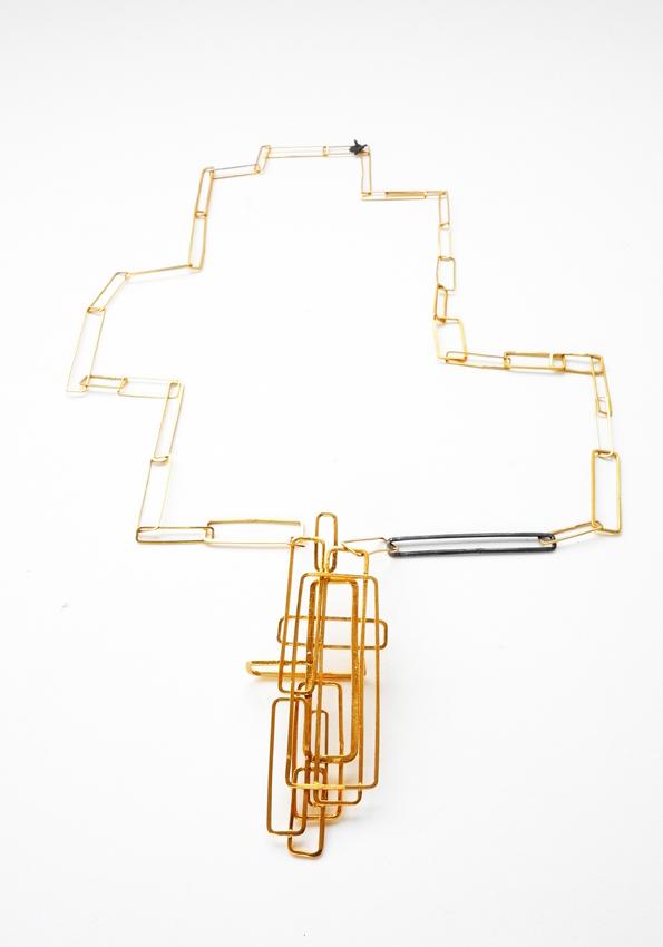 web222-martacarmela-sotelo-scaffolding-line-collier-pendant-gold-silver-Collar oro- plata-1(72).jpg