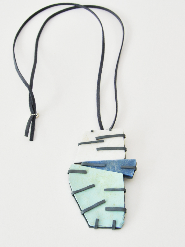web222-Martacarmela-Sotelo-Acapulco-Stone-recycled-plastic-waste-blackened-silver-MarionFriedmannGallery-BLANCO AZUL MENTA.jpg
