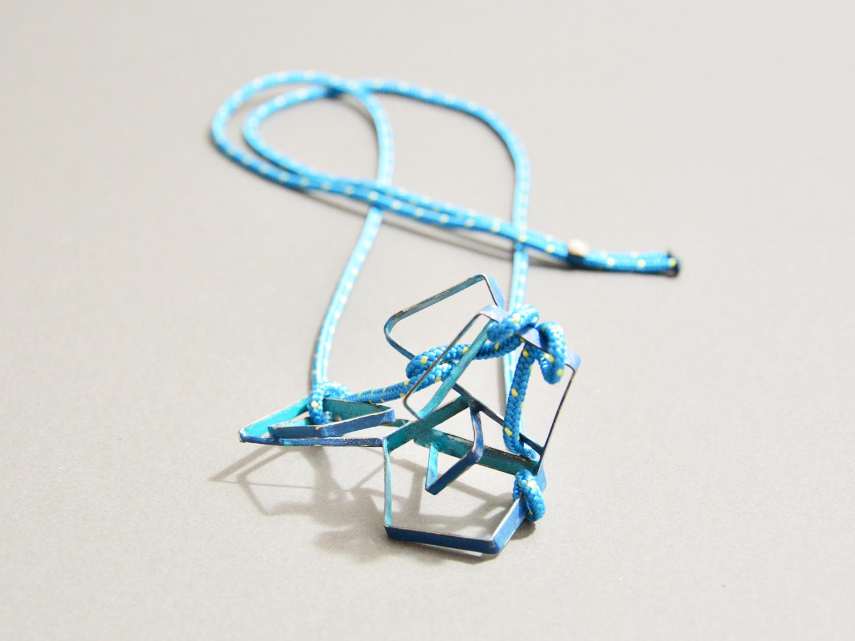 web222-martacarmela-sotelo-Estibador azul.jpg