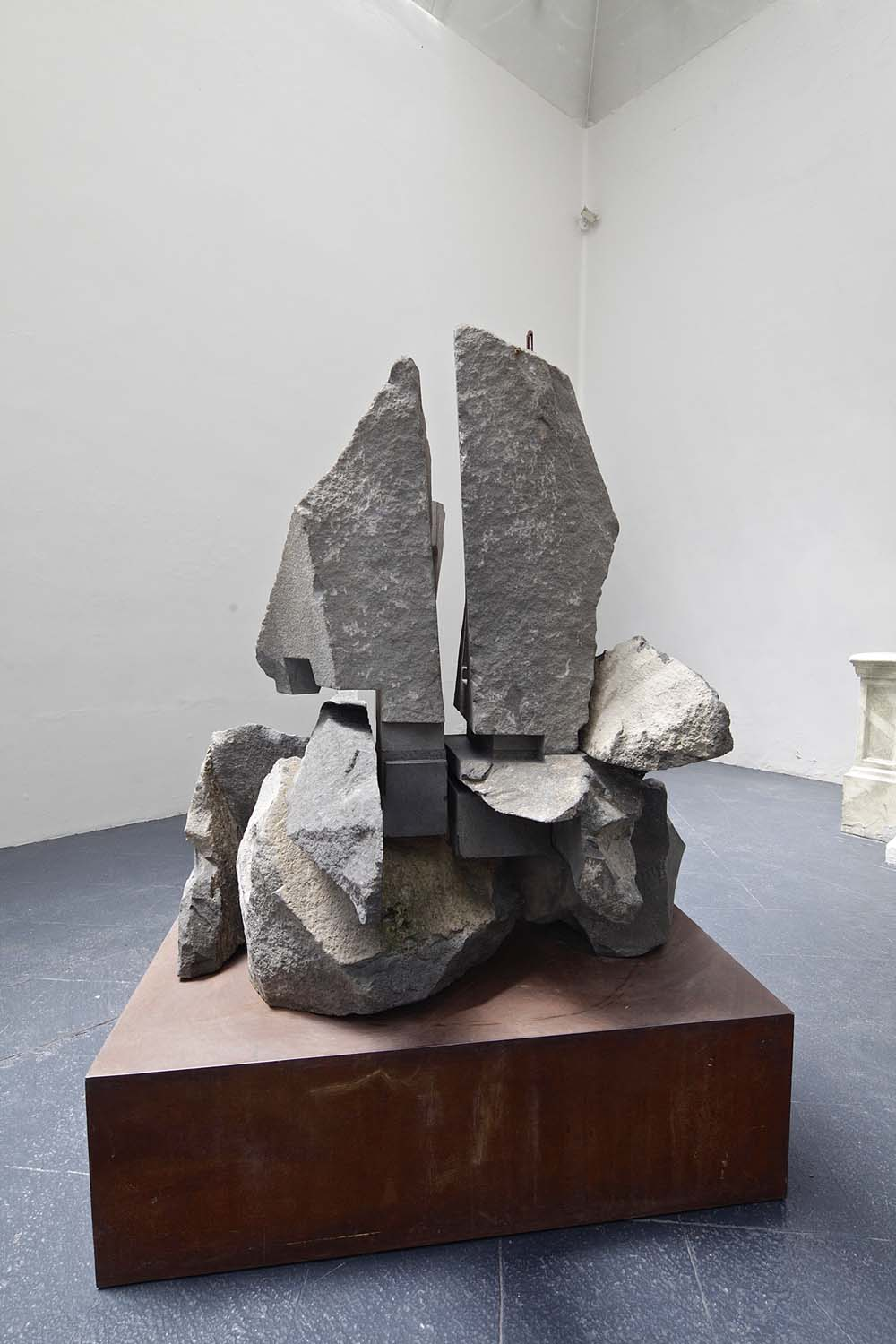 web222_sculpture-Jorge-Yazpik-volcanic-stone-direct-carving-marion-friedmann-gallery.jpg