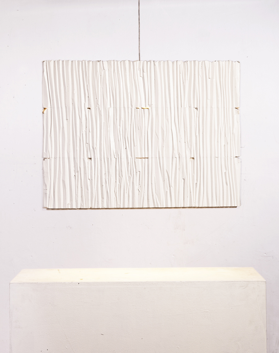 gisela_stiegler_3_floor_fishbox-lamp_white_frontal_view_marion_friedmann_gallery.jpg
