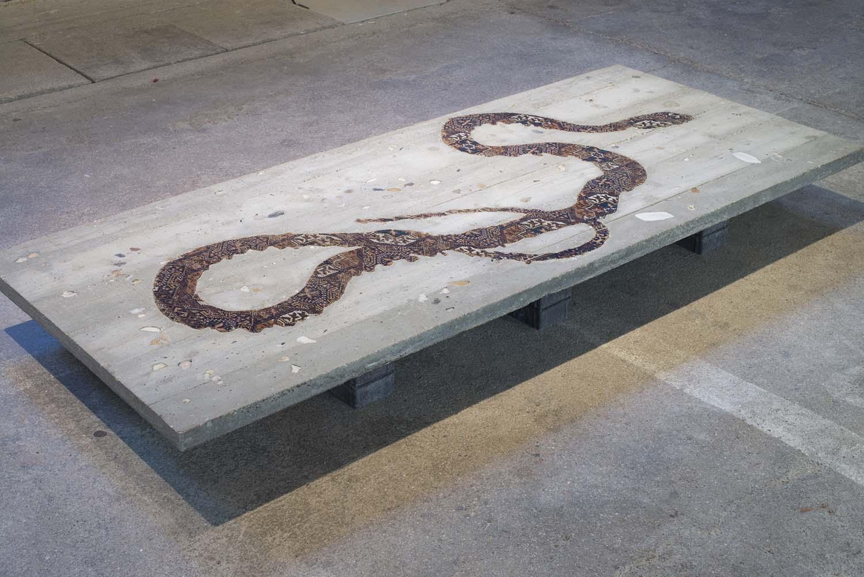 web22-Hipphalle_MarionFriedmannGallery_exhibit_Noemi_Kiss_Serpent_Table_photo_FelixFriedmann378.jpg