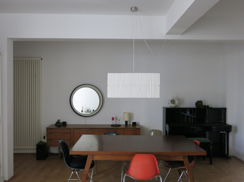 GiselaStiegler-in-situ-Korinna-fishbox-front-quer-more-room-unlit-Marion-Friedmann-Gallery.jpg