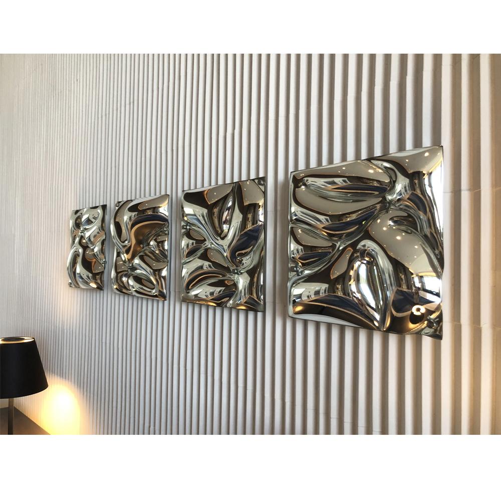 web-222-Luisa-Mirror-Wall-in-space-2.jpg
