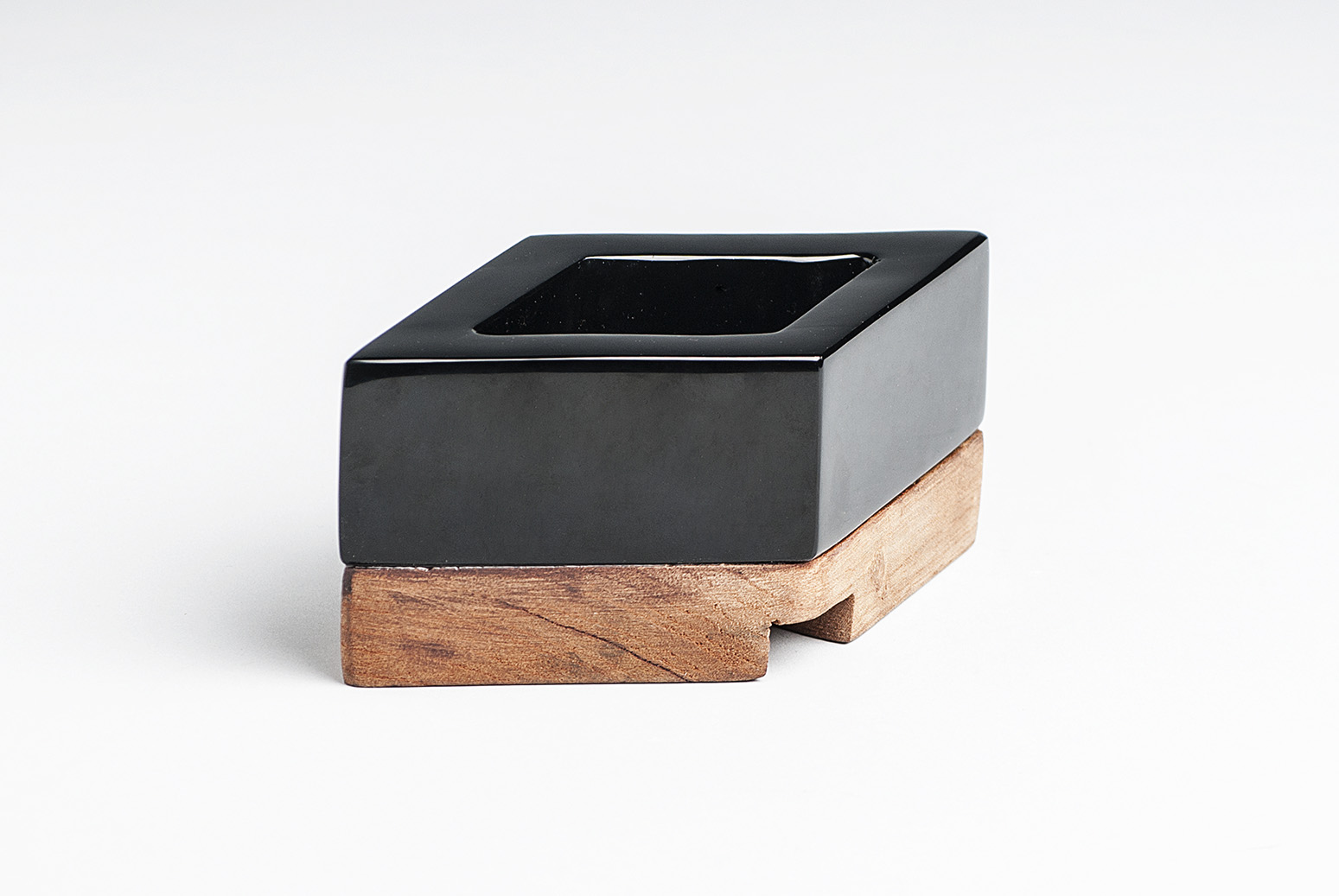 Obsidian-wood-desk-utensil-Elsa Cabrera-artisan-Mario Sandoval.-Anahuac-MarionFriedmann-MexicoDesignTime14.jpg