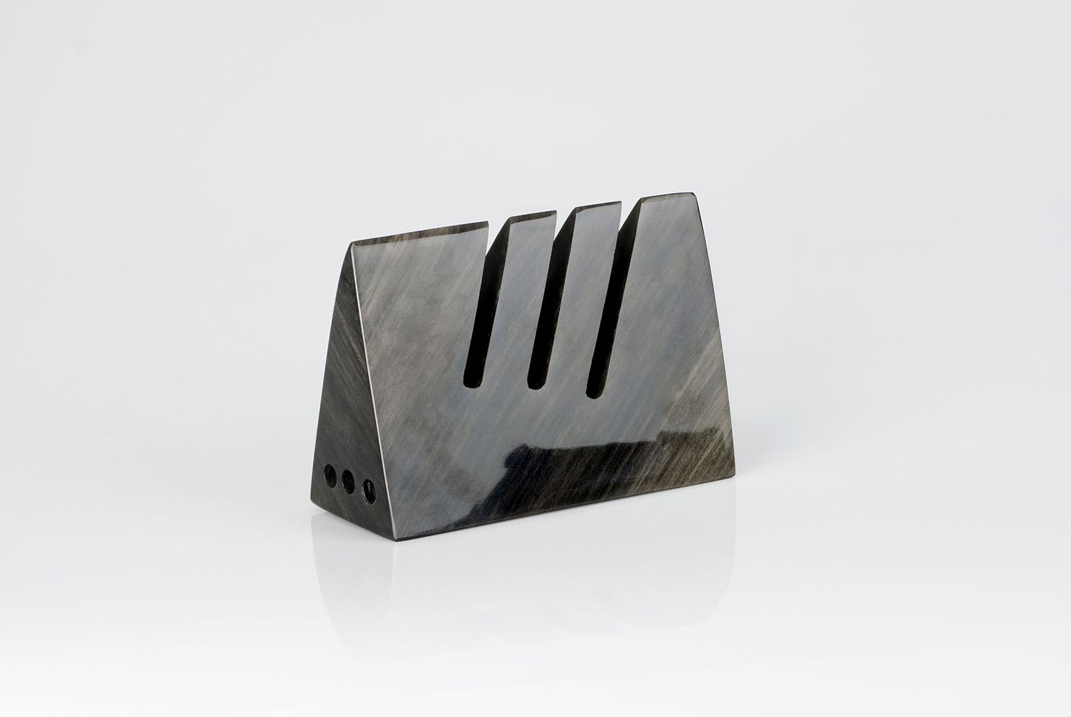 Obsidian-tape-dispenser-tool-Leslie Leyva-artisan-Alberto Sánchez  Hernández-Anahuac-MarionFriedmann-MexicoDesignTime-books-pencils-holder35.jpg