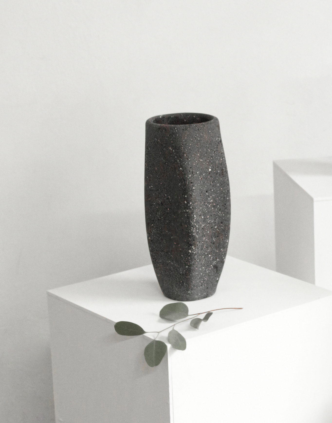web22-Technolitico-vase_black-mexico-design-time.jpg