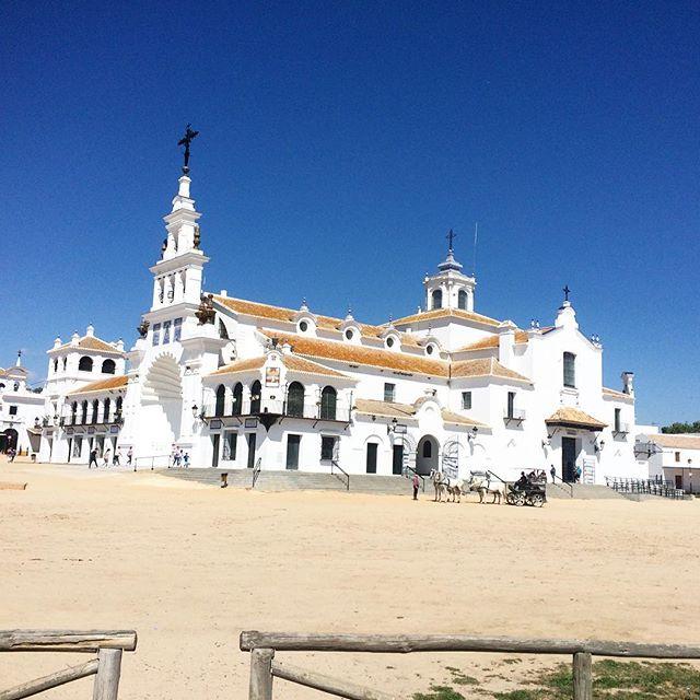 Do you even live in Huelva if you've never been to #elrocio ? • #huelva #virgendelrocio #tourism #wildwildwest #saturdayvibes #therewerealsoflamingos