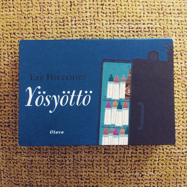 """#pienihelmetlukuhaaste2019 jatkuu. 📖 • Tällä kertaa vuorossa oli """"Kirja kirjailijalta, jonka kirjoja et ole lukenut aiemmin"""" eli Eve Hietamiehen Yösyöttö. Taskukirja on kokonsa puolesta kätevä mutta siihen tämän teoksen hyvät puolet sitten jääkin. • Tarinan päähenkilö, Antti Pasanen, jää yksin vastasyntyneen vauvan kanssa kun vaimo pimahtaa ja ottaa hatkat. Tarina on tylsä, ennalta-arvattava ja etenee erittäin tasapaksusti yhdestä stereotyypistä toiseen. Naiset nalkuttaa, miehet on avuttomia mutta niin vain on ja loppujen lopuksi kaikki on tyytyväisiä. Siinä kirjan sanoma.  Finland 0 points. • #helmetlukuhaaste2019 #lukuhaaste #kirjallisuus #currentlyreading #evehietamies #yösyöttö #ensuosittele"""