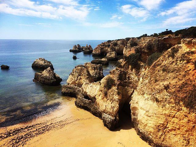 One of my favorite things about living in Huelva is having Portugal right around the corner. ☀️ • #algarve #portugal #longweekend #weekendgetaway #relaxing #wifelife #fourdayweek #happytuesday