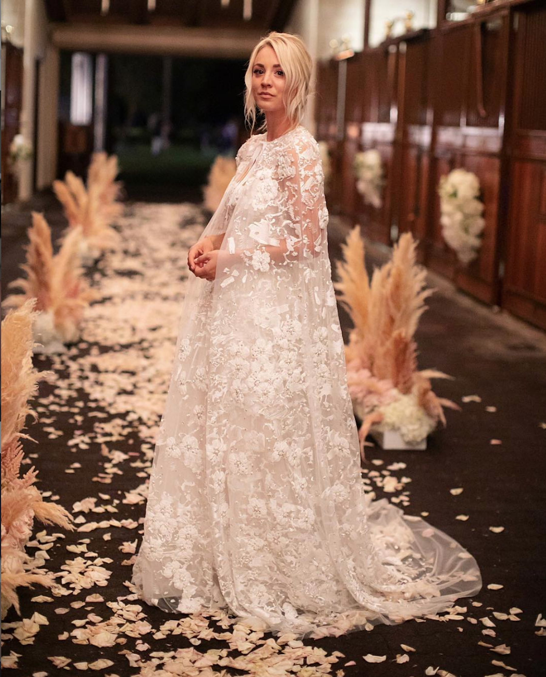 """""""Big Bang Theory"""" star Kaley Cuoco made luxury look effortless. - The actress tapped stylist Brad Goreski to help her choose this custom Reem Acra gown and cape.Photo by Claudia Craig."""