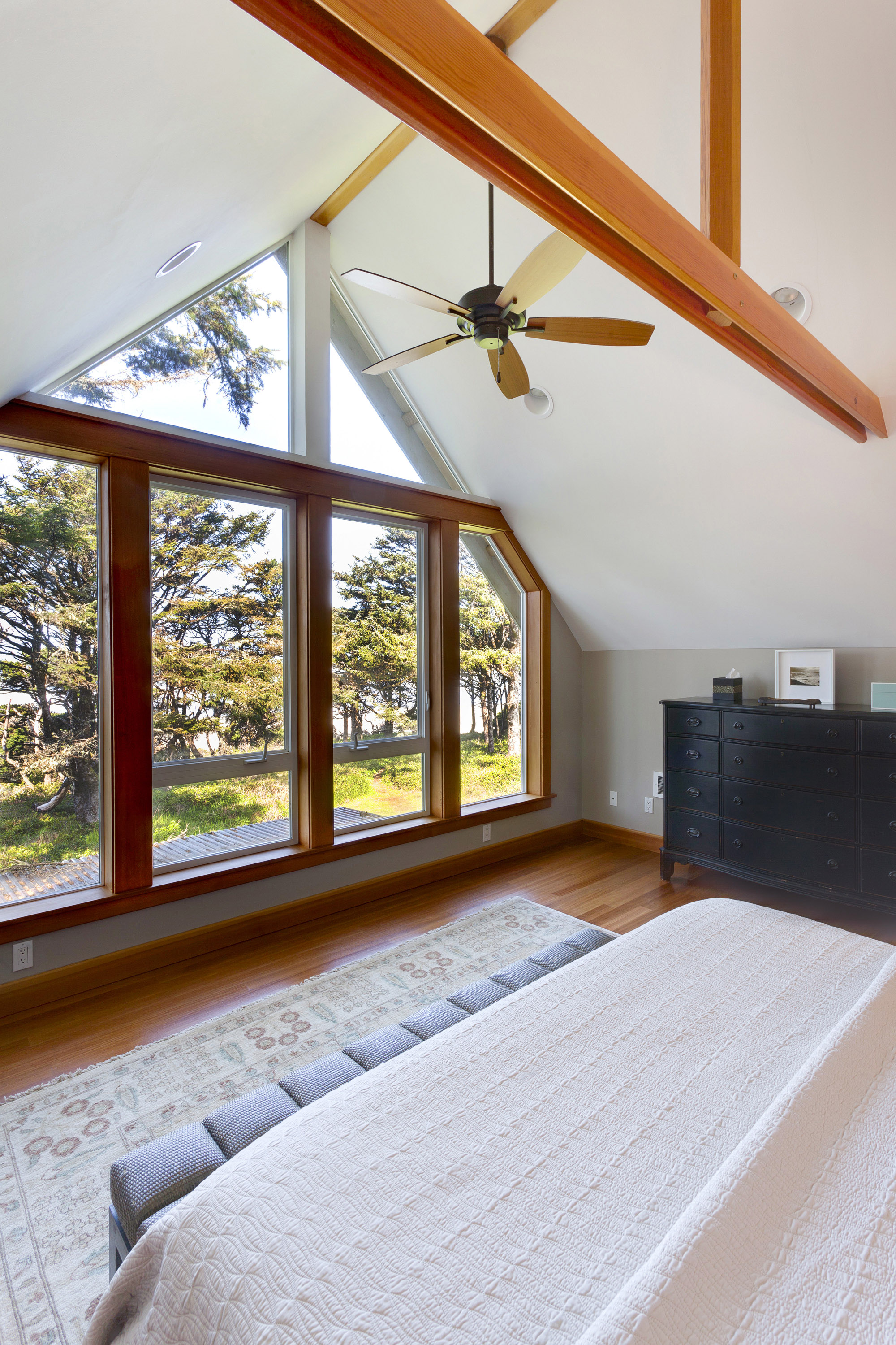 Large King bed room with vaulted ceiling