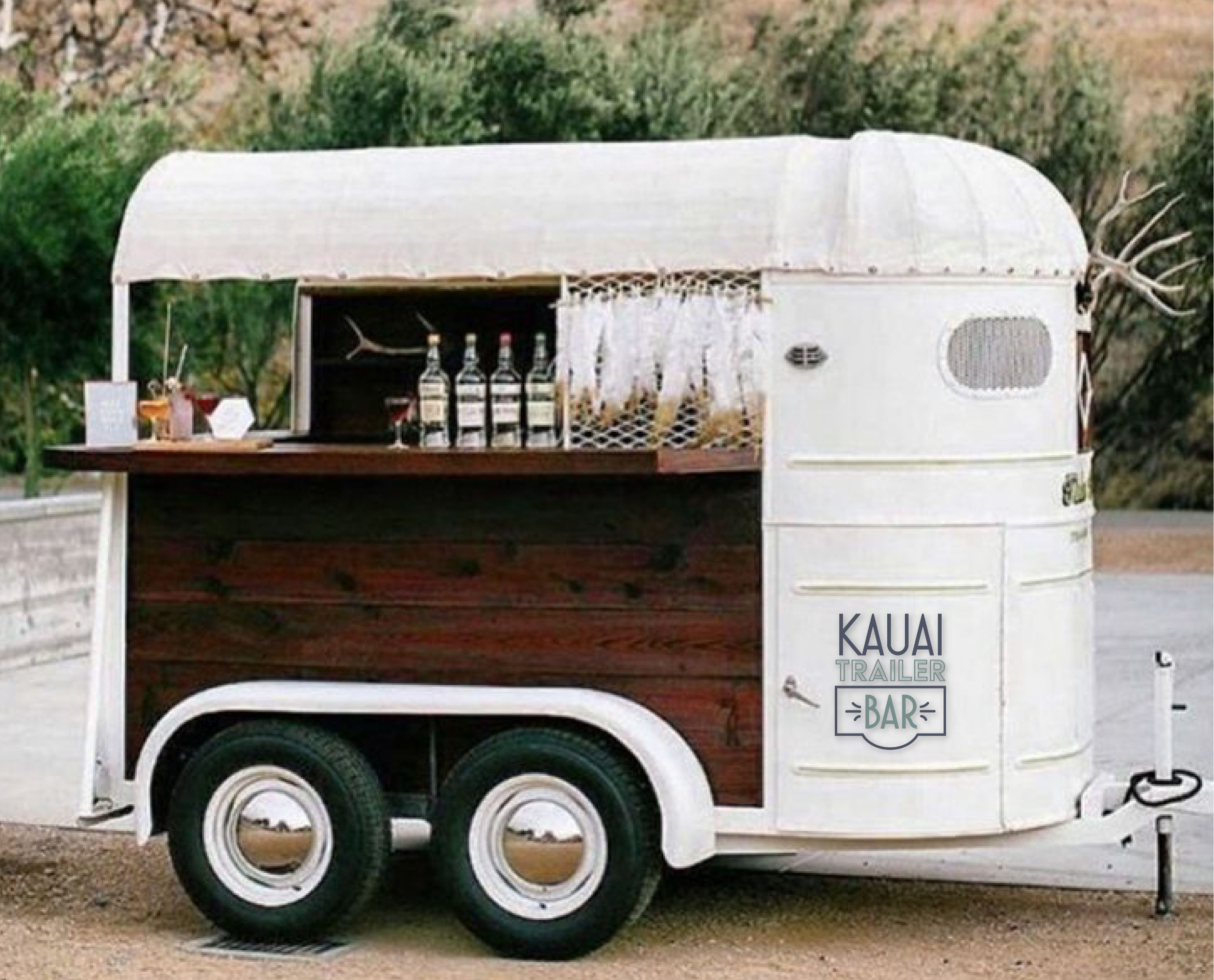 kalona - This vintage 2 horse trailer will be the social lite of the party - it has been perfectly converted to the ultimate touch of class and sass.