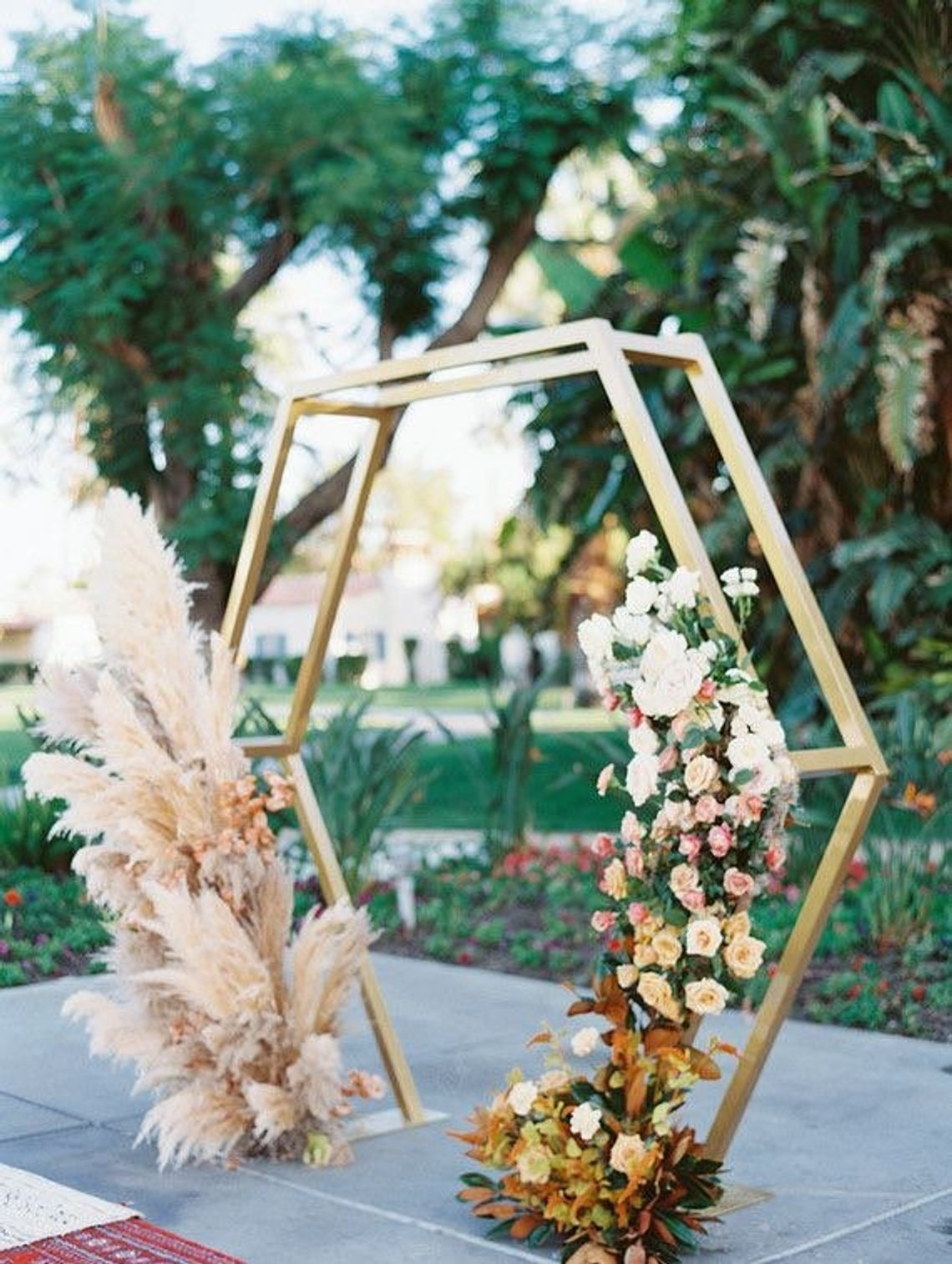 elima - This breathtaking 5 sided backdrop will surely be the most photographed spot of your party… #selfie #instagramworthy*foliage NOT included*We have Gold, Bronze, White, Black and Natural dark wood color