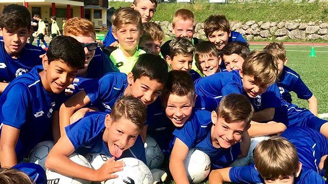 🙌🏻👨👩👦👦 Nuova settimana nuova famiglia al Camp di #italiafootballtalent ... che spettacolo i nostri ragazzi❗️😍⚽️ . #corvara #calcio #camp #dolomiti #AltaBadia #LaVilla #brand #dolomites #sudtirol #maratona