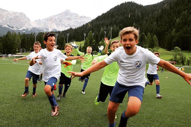😄☀️ Tutta la gioia e l'entusiasmo dei nostri ragazzi ... sono loro la nostra vera forza❗️ . #italiafootballtalent #calcio #scouting #corvara #lavilla #dolomites #sudtirol