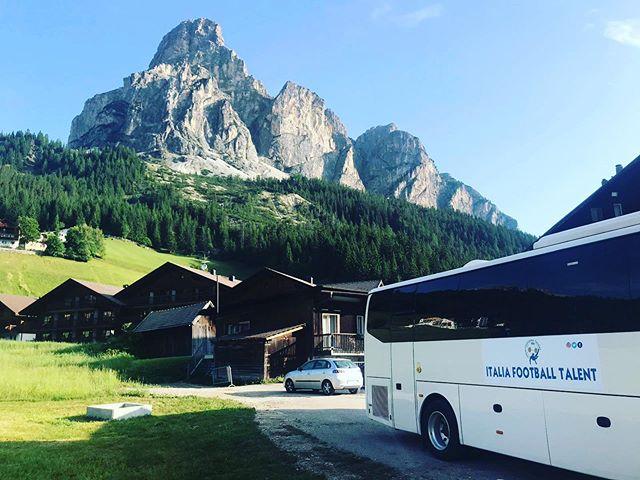 ⛰💚😱🔝 Questa è la nostra location ...cosa ne pensate❓ . #corvara #dolomiti #sudtirol #italiafootballtalent