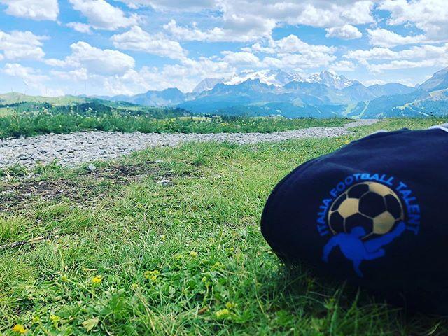 💁♂️⚽️ Sono passati pochi giorni dalla conclusione di #italiafootballtalent ma ancora vivi sono i ricordi dei nostri ragazzi e dello scenario unico che ci ha ospitato ... quante emozioni❗️ ⛰🔵⚪️ . #dolomiti #camp #scouting #calcio #altabadia #sudtirol @sanbenedetto_official @bibanesi_official