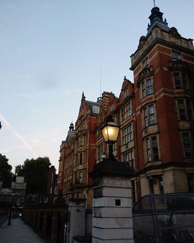 September. そろそろ秋らしくなりけり。秋は夕暮れ。 #london