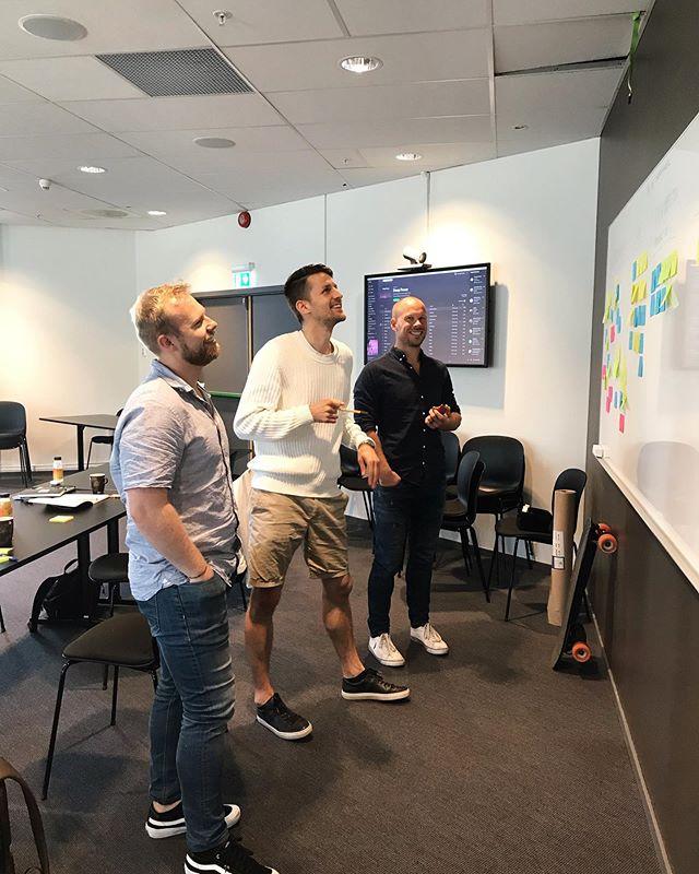 Til høsten lanserer vi en workshop i forretningsmodellinnovasjon i Drammen🥳🙌🏻 Dette blir en praktisk rettet workshop hvor du vil lære gode verktøy og tankesett for å skape og ikke minst eksperimentere med innovative forretningsmodeller for å bygge et langsiktig konkurransefortrinn.  Lurer du på hva forretningsmodellinnovasjon er? Da kan du lese det siste blogginnlegget på innovasjonsbloggen Perspektiv, hvor vi skriver om hvordan du kan bruke Design Thinking til å skape innovative forretningsmodeller.🙌🏻 (link i bio)  Good helg😀☀️ .⠀⠀⠀⠀⠀⠀⠀⠀⠀ .⠀⠀⠀⠀⠀⠀⠀⠀⠀ .⠀⠀⠀⠀⠀⠀⠀⠀⠀ .⠀⠀⠀⠀⠀⠀⠀⠀⠀ . ⠀⠀⠀⠀⠀⠀⠀⠀⠀ #innovasjon #digitalisering #bærekraft #designthinking #business #businessdesign #branding #growth #design #strategi #innovation #innovationtools #ledelse