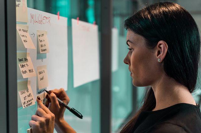 La meg spørre deg; hvor mange nye ideer har du kommet opp med denne uken? ⠀⠀⠀⠀⠀⠀⠀⠀⠀ ⠀⠀⠀⠀⠀⠀⠀⠀⠀ Hvor mye tid bruker du hver uke til å utforske nye ideer og muligheter? Hvis du bruker litt tid på det, hvor åpenbare er ideene dine? Og hvis du ikke bruker tid på idémyldring, hvorfor ikke? ⠀⠀⠀⠀⠀⠀⠀⠀⠀ ⠀⠀⠀⠀⠀⠀⠀⠀⠀ Denne uken har Lars skrevet et innlegg om #brainstorming, hva skal til for å faktisk lykkes med denne metoden! Link i bio. :)⠀⠀⠀⠀⠀⠀⠀⠀⠀ .⠀⠀⠀⠀⠀⠀⠀⠀⠀ .⠀⠀⠀⠀⠀⠀⠀⠀⠀ .⠀⠀⠀⠀⠀⠀⠀⠀⠀ .⠀⠀⠀⠀⠀⠀⠀⠀⠀ . ⠀⠀⠀⠀⠀⠀⠀⠀⠀ #innovasjon #digitalisering #bærekraft #designthinking #business #businessdesign #branding #growth #design #strategi #innovation #innovationtools #ledelse