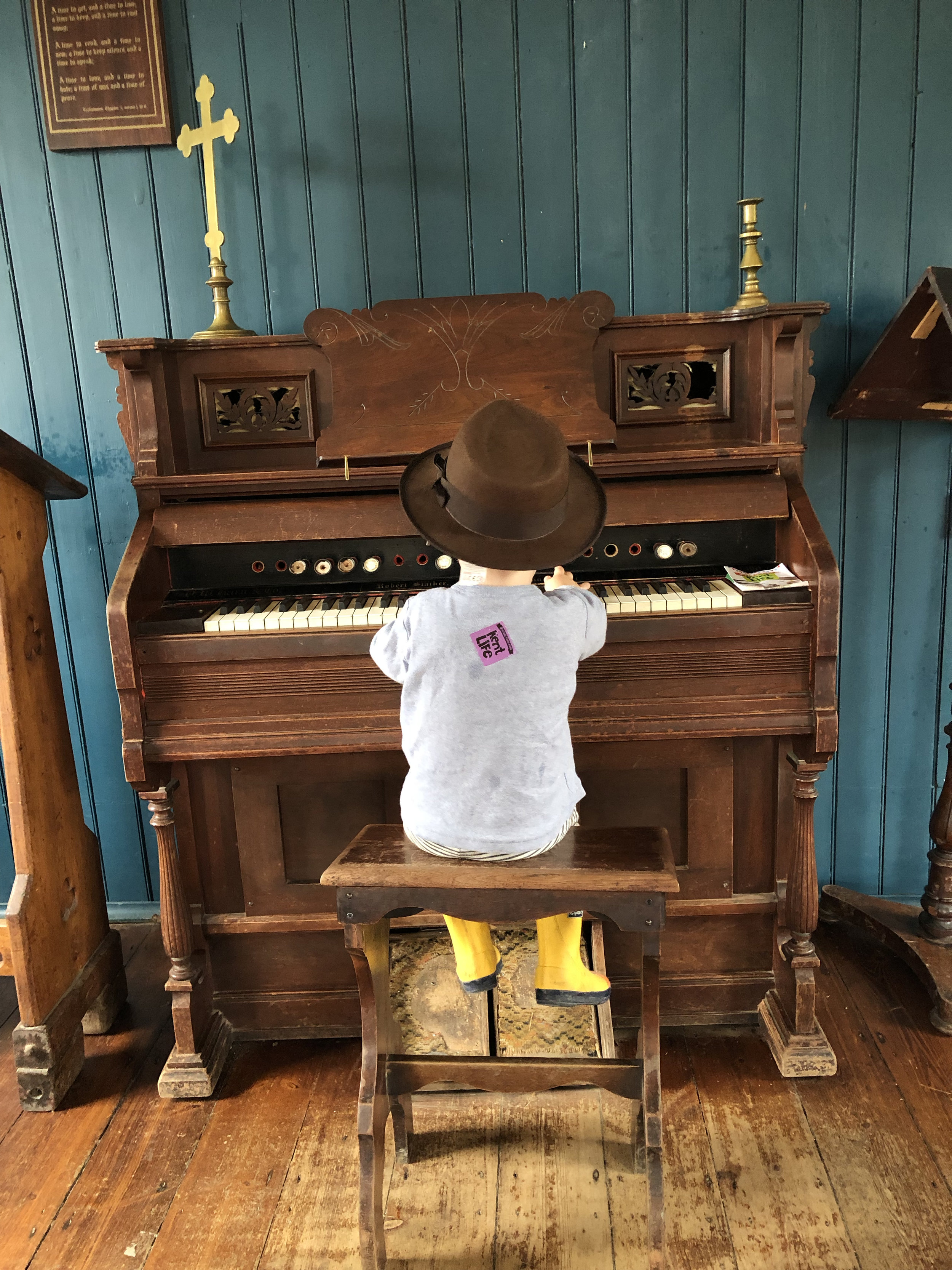 kent-life-farm-maidstone-family-day-out-support-local-magazine-piano-playing.jpg