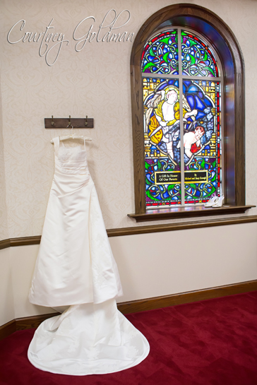 Photojournalism-Wedding-Photography-at-Holy-Spirit-Catholic-Church-in-Atlanta-by-Courtney-Goldman-03.jpg