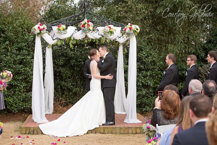 The-Thompson-House-and-Gardens-Wedding-Ceremony-in-Bogart-and-Athens-Georgia-by-Courtney-Goldman-Photography-21-Wedding-Kiss.jpg