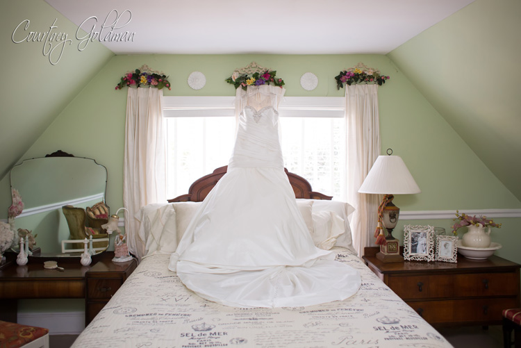 The-Thompson-House-and-Gardens-Wedding-in-Bogart-and-Athens-Georgia-by-Courtney-Goldman-Photography-02-brides-dress.jpg
