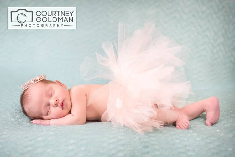Newborn-Baby-and-Family-Portrait-Session-in-Alpharetta-Georgia-by-Courtney-Goldman-Photography-31.jpg