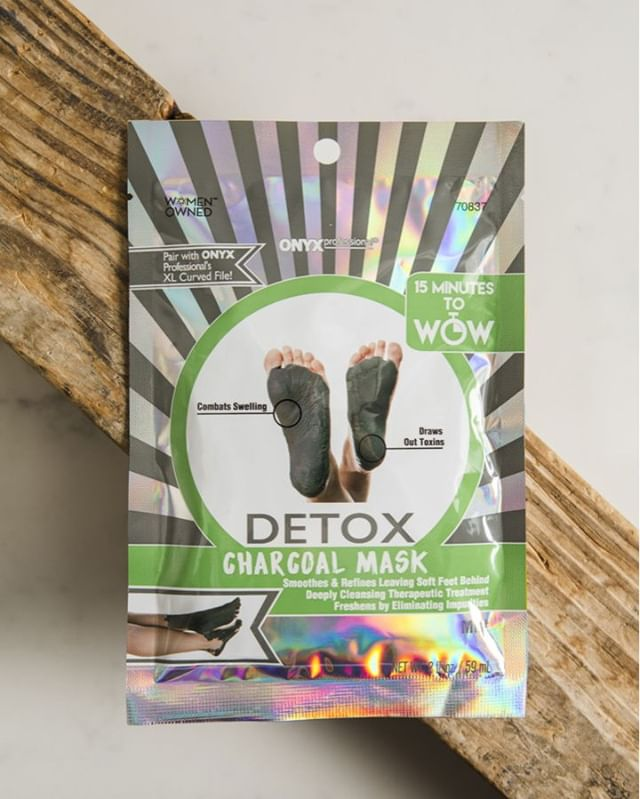 Rejuvenate your feet with our Detox Charcoal Foot Mask!  This mask refreshes, reduces swelling, and promotes better circulation!!