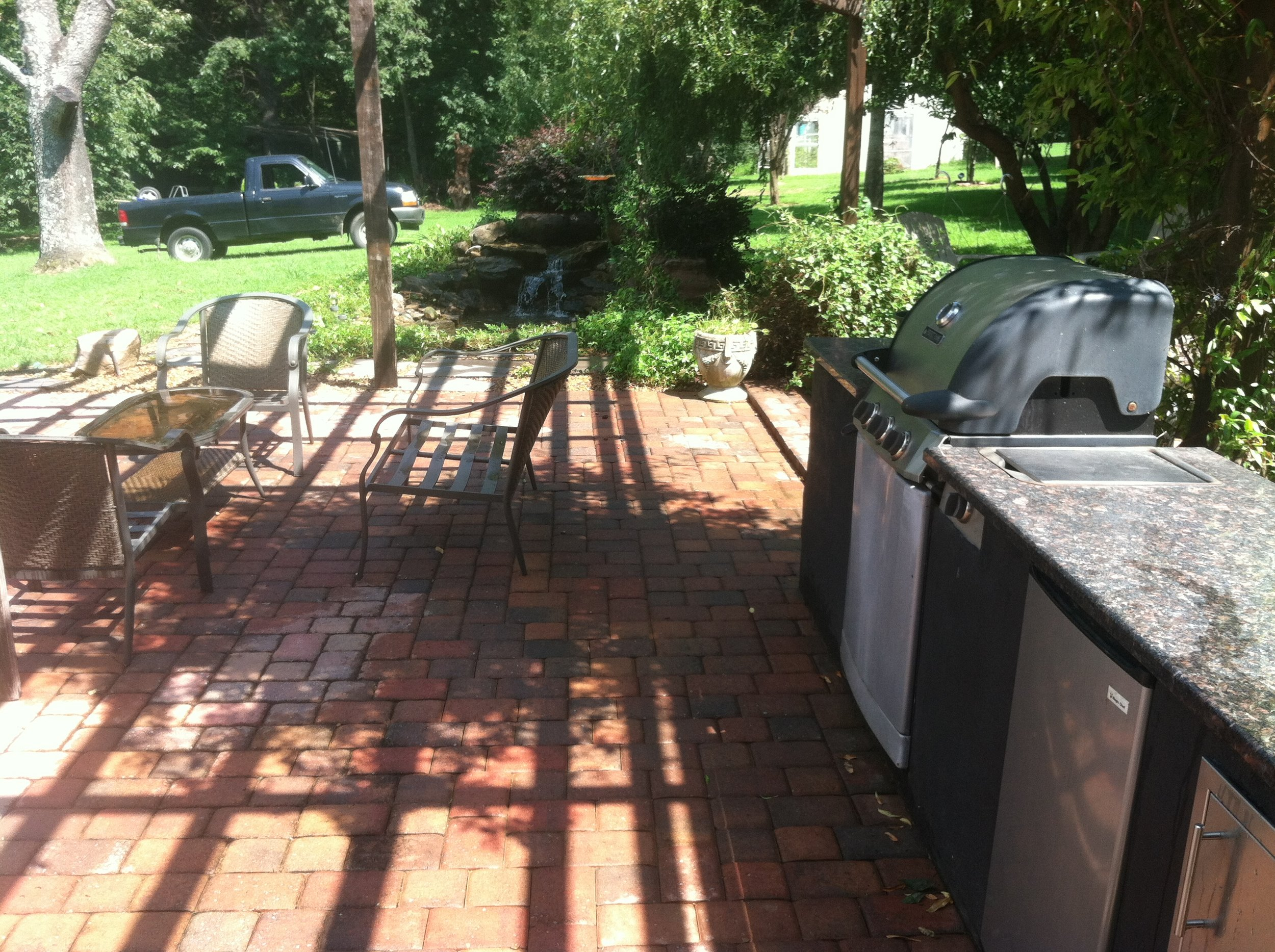 pavers-outdoor kitchen.JPG