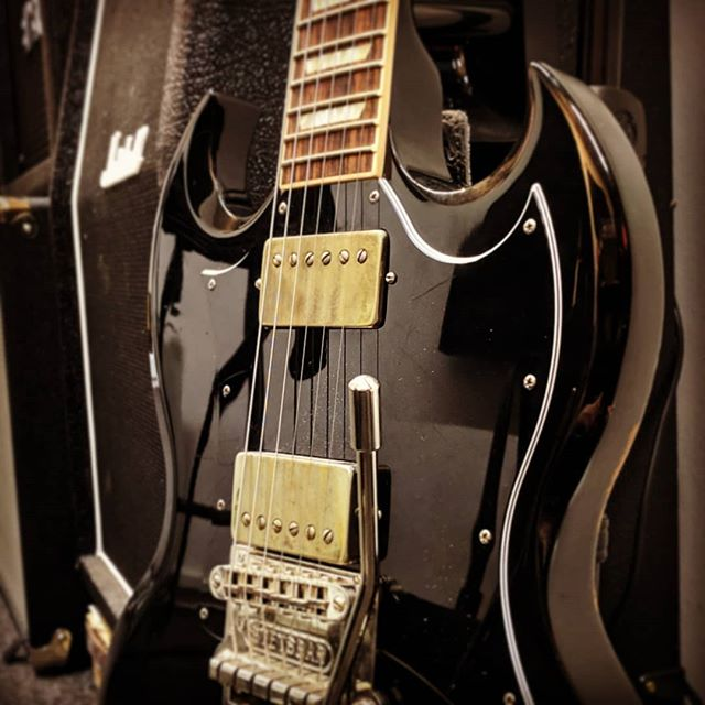 Anyone else ever thought of selling an instrument, but then we're glad they didn't? Very happy I didn't sell this one on. Although no fond of Gibson necks & fretboards, this one just sounds lush. Pretty sure the @bareknucklepickupsofficial loaded on it play a big role!  And nope, I wasn't recording black Sabbath riffs, but weird ambient texture for an ambient demo track.  #studio #musicstudio #gibsonsg #gibsonguitars #bareknucklepickups #gameaudio #soundtrack #sounddesign