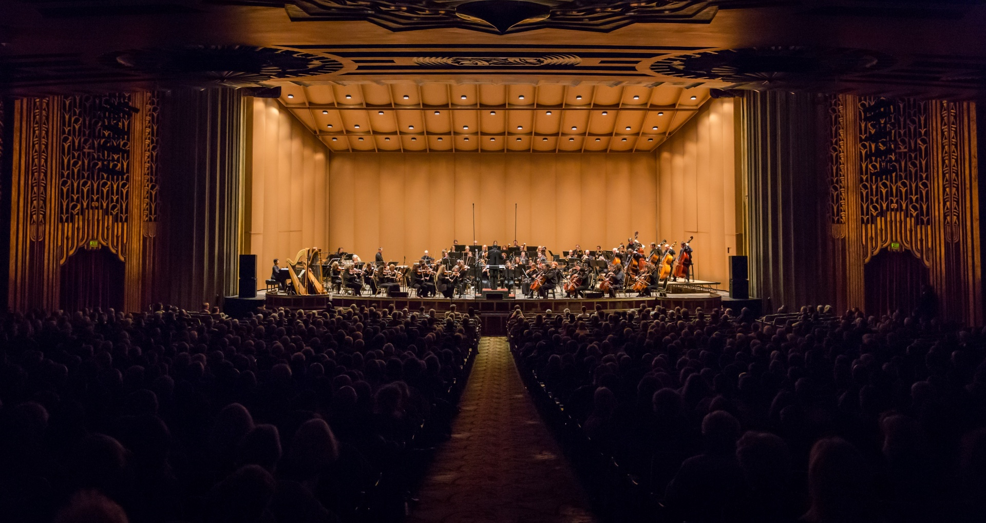 Oakland Symphony Staying Current - Attracting a younger audience to the symphony