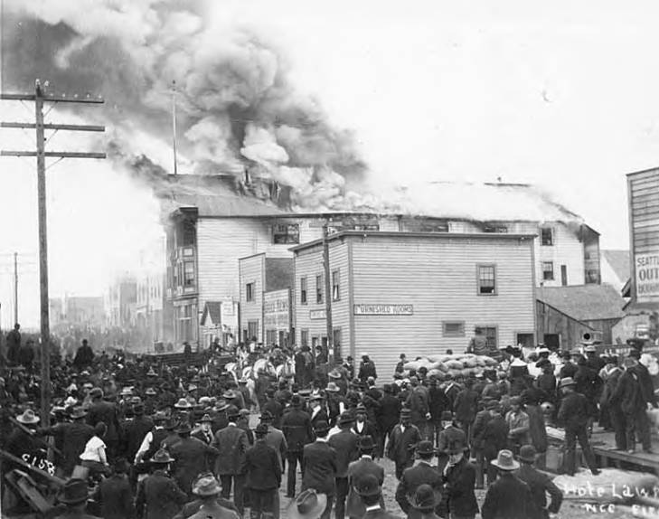 Crowd in street surrounding Hotel Lawrence on fire, Nome, September 13, 1905.jpg