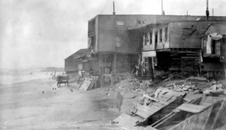 Nome, Alaska waterfront after a large storm, October 1913.jpg