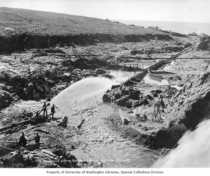 Hydraulic mining operation, Daniels Creek, Alaska, circa 1907.jpg