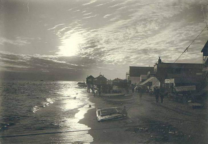 Buildings along Nome beach at sunset, Alaska, between 1898 and 1901.jpg