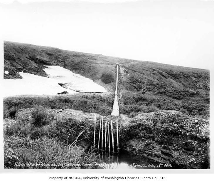 Siphon on hot air ditch crossing Lindbloom Creek, near Nome, 1906.jpg