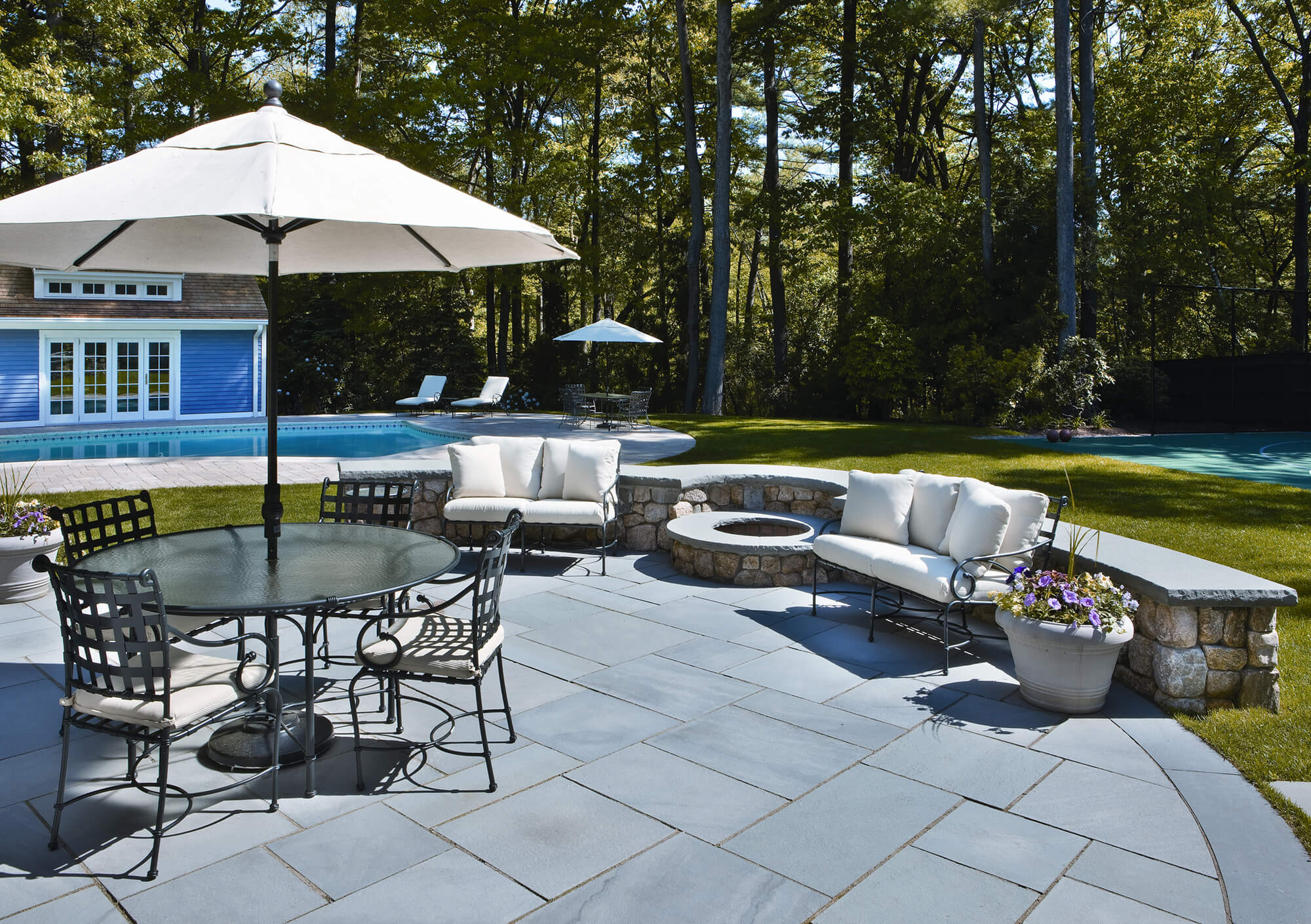 Circle Patio Bluestone with Fire Pit