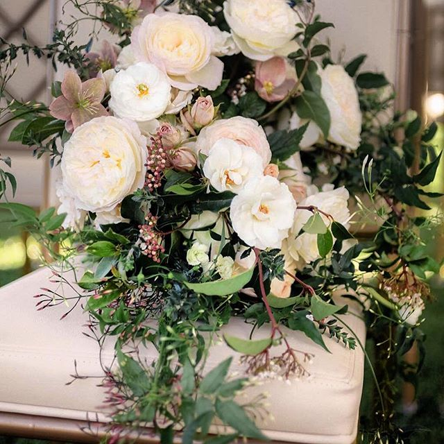 Always a thrill to work with the incredibly talented floral designer @maxgilldesign and snap-tastic photographer @edytaphoto ;) #weddingflorals #weddingphotography #rosewoodsandhill